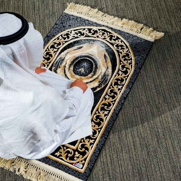 Blackstone (Hajar Al Aswad) Prayer Rug